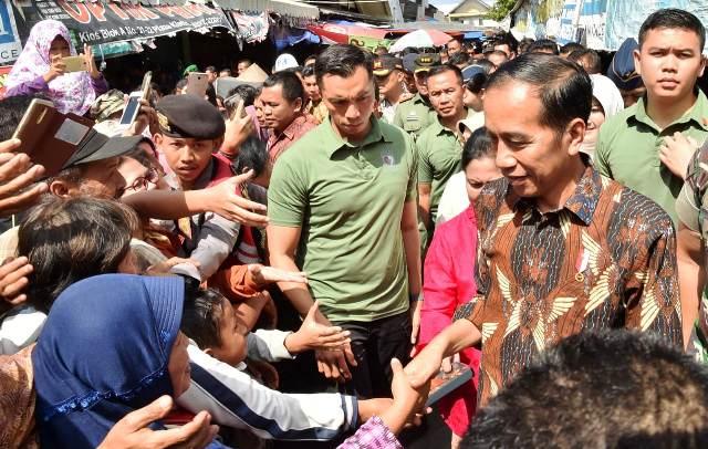 Blusukan, Jadikan Jokowi Presiden Terpopuler Di Dunia