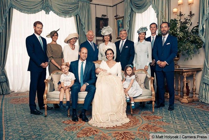 https: img.okeinfo.net content 2018 07 16 196 1922842 rilis-pertama-kalinya-ini-potret-lengkap-keluarga-pangeran-william-kate-middleton-dengan-3-anaknya-5FKhsGZGzT.jpg