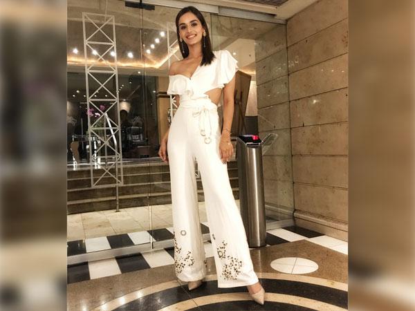 https: img.okeinfo.net content 2018 07 18 194 1924169 bosan-pakai-celana-jeans-sontek-inspirasi-gaya-miss-world-manushi-chhillar-bergaya-dengan-sassy-pants-V3l2brKNj9.jpg