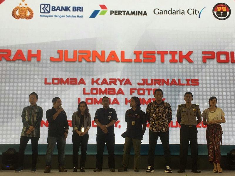 https: img.okeinfo.net content 2018 07 18 337 1924263 radio-mnc-trijaya-raih-juara-satu-anugerah-jurnalistik-polri-2018-PDihSWLNw4.jpg