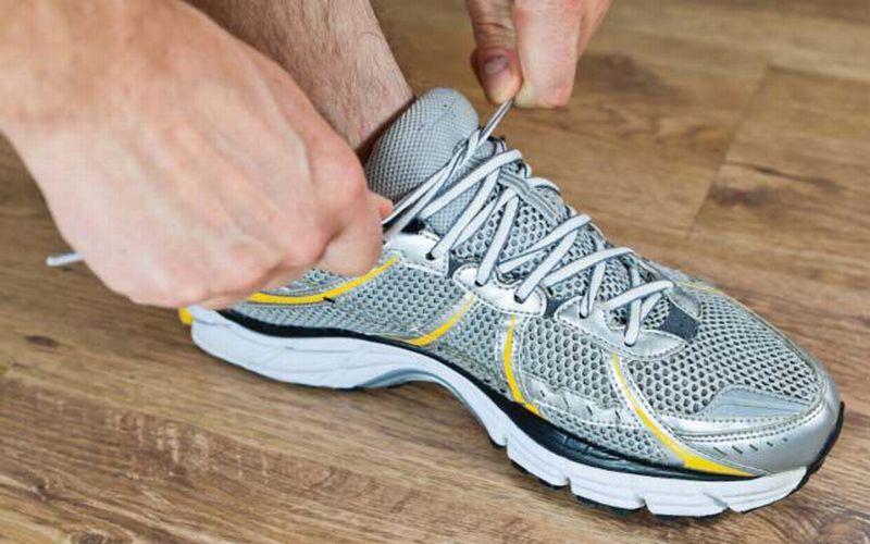 https: img.okeinfo.net content 2018 07 19 194 1924468 penting-ini-10-pertimbangan-saat-membeli-sepatu-olahraga-aqd7uUa2Gf.jpg