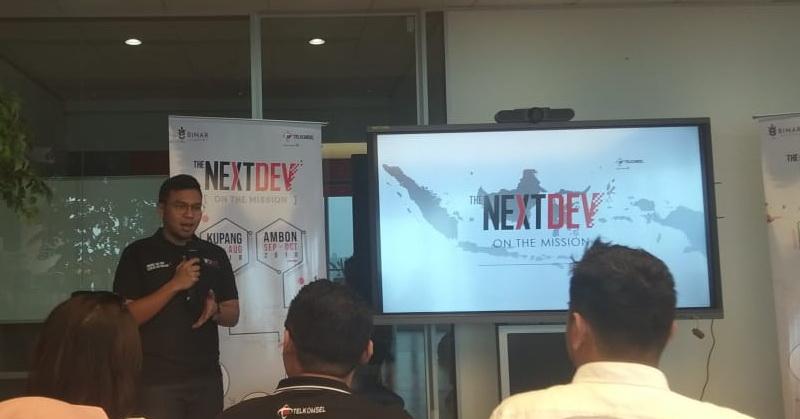 https: img.okeinfo.net content 2018 07 19 207 1924475 telkomsel-nextdev-on-the-mission-rangkul-anak-muda-di-indonesia-timur-2UvActpWQM.jpg