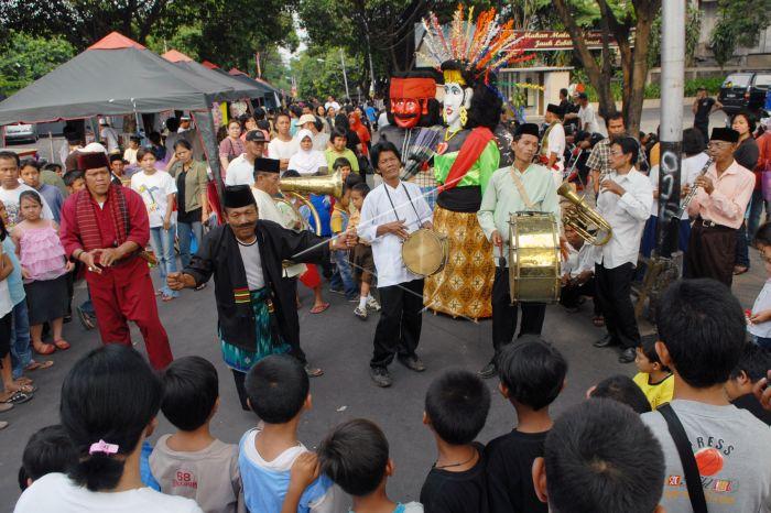 https: img.okeinfo.net content 2018 07 19 298 1924535 lestarikan-budaya-festival-kuliner-betawi-bakal-di-gelar-akhir-bulan-QgoiMrTV35.jpg