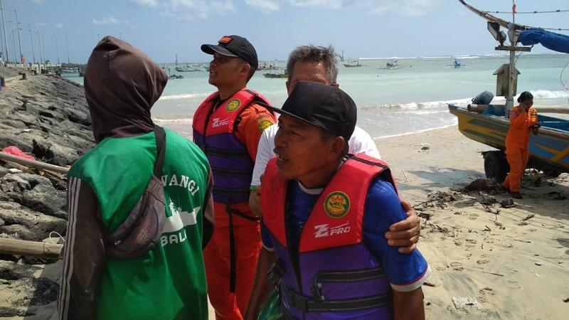 https: img.okeinfo.net content 2018 07 20 340 1924817 terombang-ambing-di-laut-nelayan-ini-berhasil-diselamatkan-tim-sar-fqTW6q6w2E.jpg