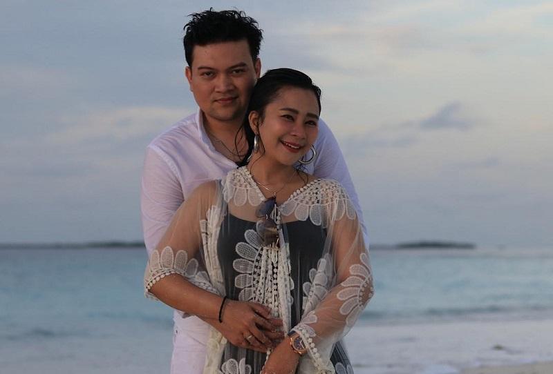 https: img.okeinfo.net content 2018 07 20 406 1925058 chikita-meidy-dan-suami-bulan-madu-di-maldives-intip-juga-pasangan-selebriti-lain-yang-honeymoon-di-sana-6YsJyUmMSm.jpg