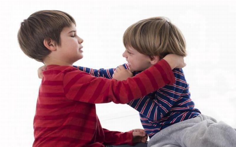 https: img.okeinfo.net content 2018 07 24 196 1926435 anak-mulai-suka-memukul-moms-ini-cara-menghadapinya-RFy3oxvweR.jpg