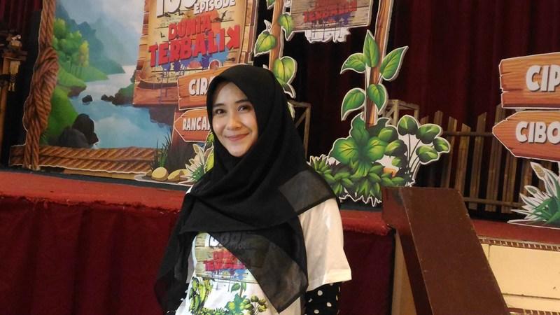https: img.okeinfo.net content 2018 07 26 33 1927760 cerita-ryana-dea-kenakan-hijab-mulai-dari-pengajian-hingga-berharap-hidayah-3YG80oK9ZQ.jpg