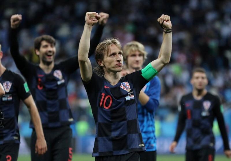 https: img.okeinfo.net content 2018 07 26 51 1927674 akankah-nasib-modric-serupa-dengan-sneijder-di-perebutan-trofi-ballon-d-or-xeDqs11r5w.jpg