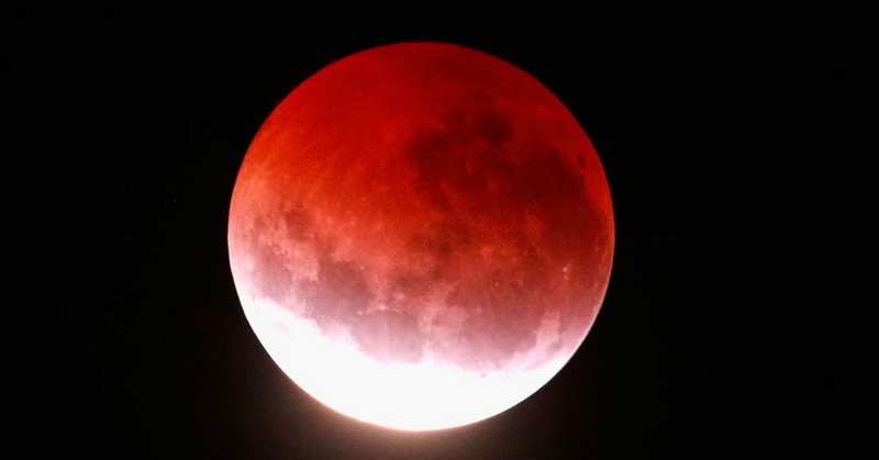 https: img.okeinfo.net content 2018 07 30 56 1929189 fenomena-gerhana-bulan-total-curi-perhatian-warga-dunia-zTJ1SS3oax.jpg