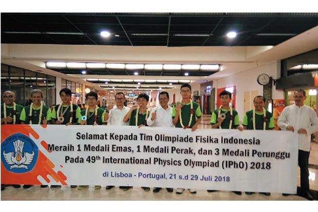https: img.okeinfo.net content 2018 08 01 65 1930279 tim-olimpiade-sains-indonesia-semakin-bersinar-ini-buktinya-jPK1uBMtvs.jpg