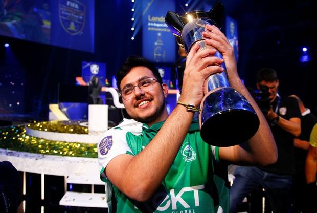 https: img.okeinfo.net content 2018 08 06 326 1932461 remaja-arab-saudi-menang-fifa-eworld-cup-berhadiah-rp3-6-miliar-9Vb3A3Kdwt.jpg