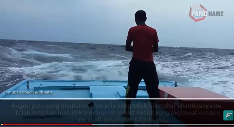 https: img.okeinfo.net content 2018 08 07 196 1933104 video-seorang-pria-khusyuk-salat-di-tengah-badai-ini-bikin-tegang-rbR7CWxjac.jpg