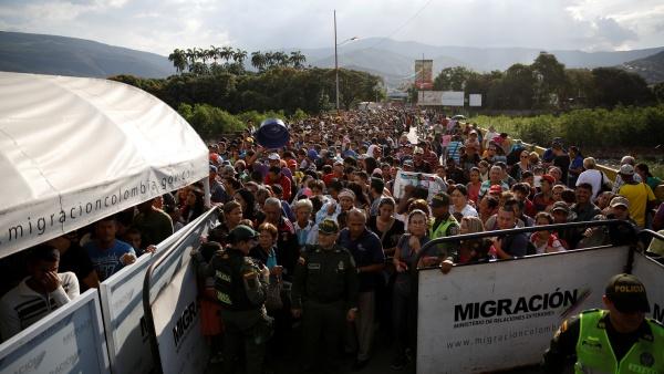 https: img.okeinfo.net content 2018 08 09 18 1934224 kebanjiran-pengungsi-dari-venezuela-ekuador-umumkan-keadaan-darurat-egoLDg2EYT.jpg