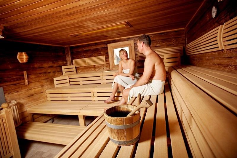 https: img.okeinfo.net content 2018 08 09 481 1934276 ini-lho-manfaat-kesehatan-kalau-rutin-mandi-sauna-REyLTGypja.jpg