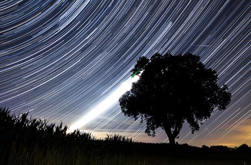 https: img.okeinfo.net content 2018 08 10 56 1934718 saksikan-fenomena-hujan-meteor-perseid-pekan-ini-tQc3z1LmUu.jpg