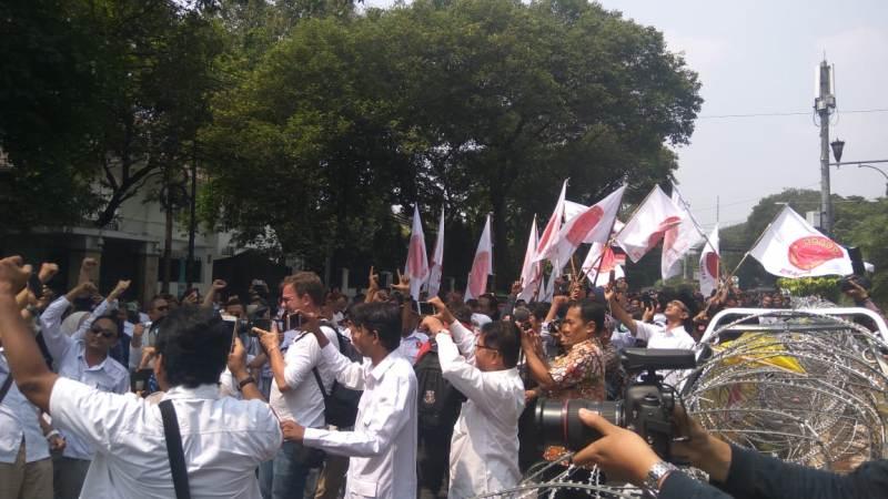 Relawan Prabowo-Sandiaga Nyanyi Lagu '2019 Ganti Presiden
