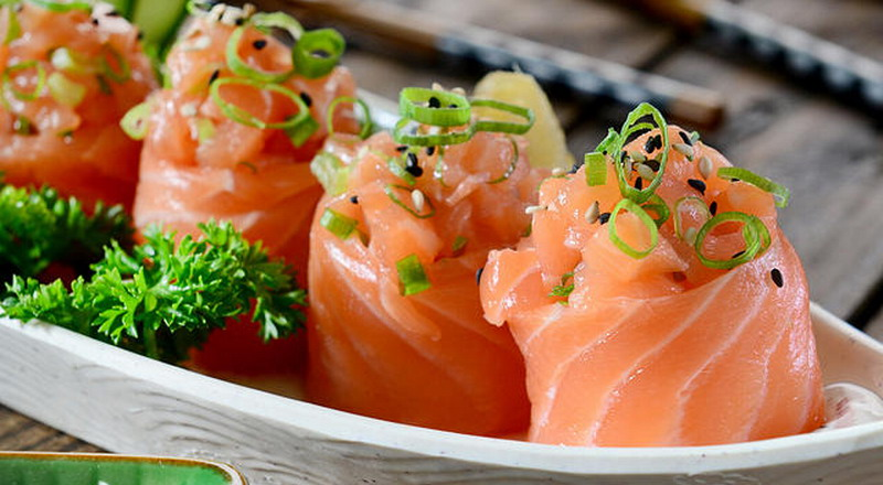https: img.okeinfo.net content 2018 08 11 298 1935058 pelanggan-temukan-belatung-di-makanan-manajer-restoran-sushi-ini-langsung-mundur-Vs2Wx0ThPs.jpg
