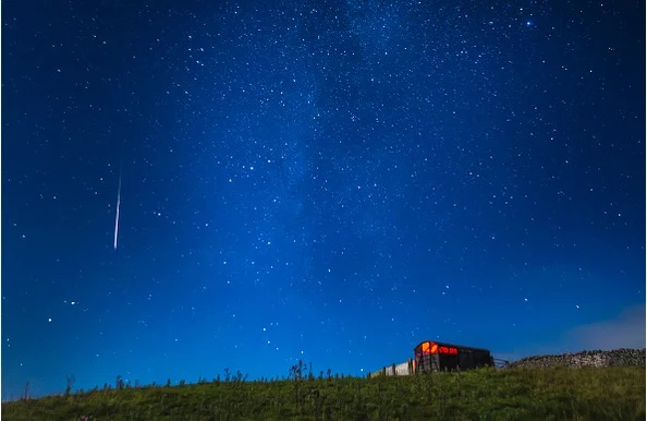 https: img.okeinfo.net content 2018 08 11 56 1935213 fakta-fakta-fenomena-meteor-perseid-yang-hujani-bumi-pO4mxmdS56.jpg