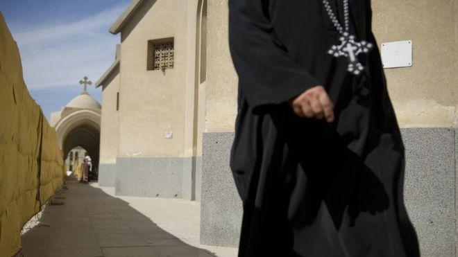 https: img.okeinfo.net content 2018 08 13 18 1935643 seorang-biarawan-dituduh-membunuh-uskup-koptik-di-mesir-8VXlW8rFAU.jpg