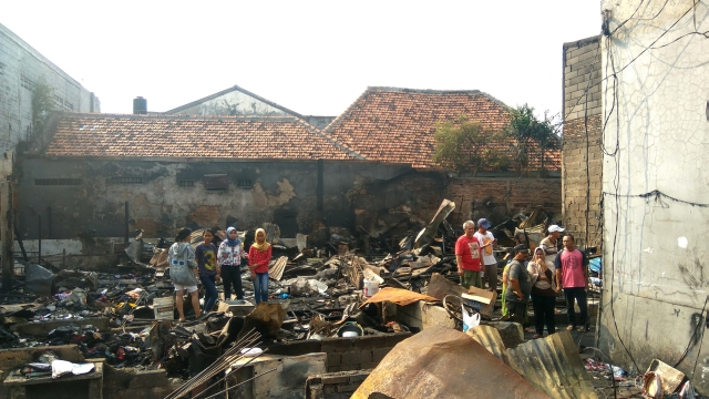 https: img.okeinfo.net content 2018 08 13 338 1935764 kebakaran-permukiman-padat-di-menteng-160-korban-mengungsi-ke-masjid-9tVDhiG2xS.jpg