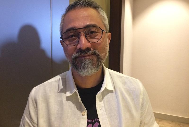 https: img.okeinfo.net content 2018 08 15 33 1936628 lukman-sardi-bangga-ikut-kirab-obor-asian-games-2018-vcGGEL4kyz.jpeg