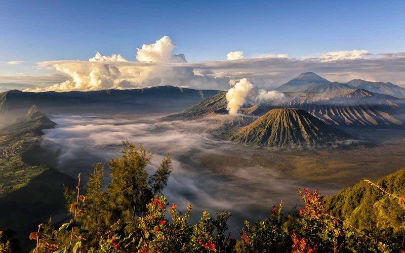 https: img.okeinfo.net content 2018 08 17 406 1938077 bangga-3-pulau-indonesia-jadi-pulau-terbaik-di-dunia-fceEqD7coD.jpg