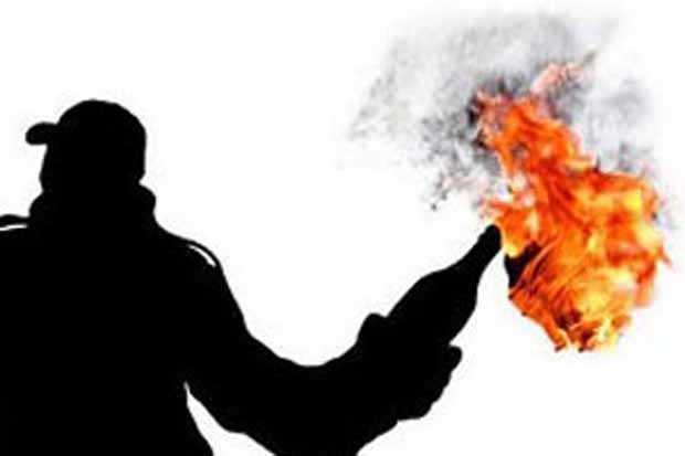 https: img.okeinfo.net content 2018 08 21 340 1939475 gereja-di-makassar-diserang-bom-molotov-0rbq00K6kd.jpg