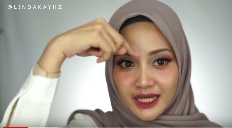 https: img.okeinfo.net content 2018 08 23 194 1940315 tutorial-hijab-anti-letoy-tegak-paripurna-ala-youtuber-linda-kayhz-5fIkVSQv75.jpg