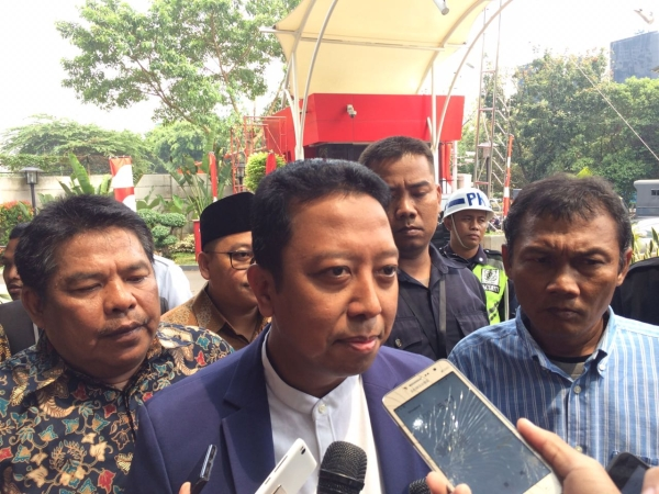 Romi Ditangkap Kpk Gallery: Ketum PPP Romi Tiba Di KPK, Ngaku Belum Terima Surat