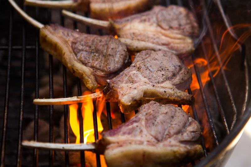https: img.okeinfo.net content 2018 08 23 481 1940243 banyak-makan-daging-tanpa-khawatir-kolesterol-naik-begini-caranya-QnKozozsEj.jpg