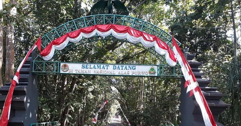 terletak di ujung tenggara Pulau Jawa. Taman Nasional Alas Purwo memiliki hutan tropis dan pantai.