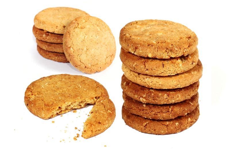 Rekomendasi terbaik adalah olahan biskuit berbahan dasar gandum.