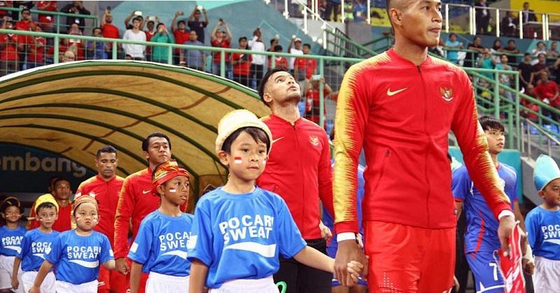 https: img.okeinfo.net content 2018 09 07 196 1947335 haru-dan-bangga-melani-putri-lihat-anaknya-jadi-player-escort-sepakbola-asian-games-2018-Bco1dgGwSZ.jpg