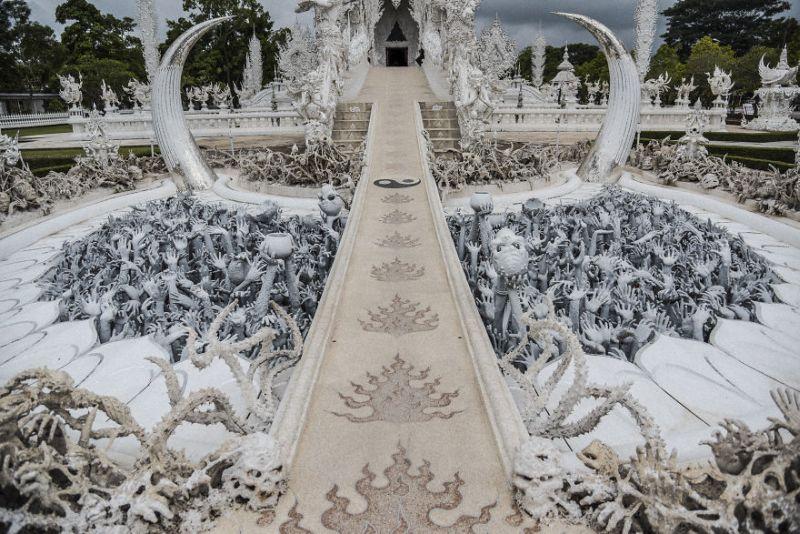 https: img.okeinfo.net content 2018 09 07 406 1947332 white-temple-bangunan-berkonsep-surga-dan-neraka-tk9FAfDaVg.jpg