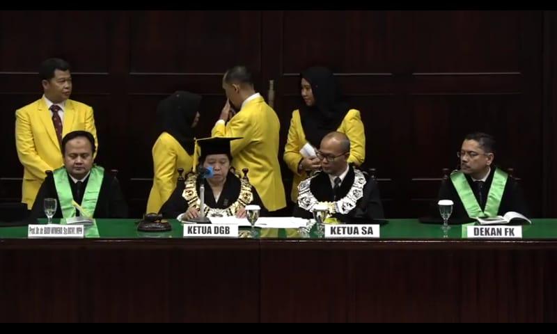 https: img.okeinfo.net content 2018 09 08 65 1947862 pengukuhan-guru-besar-termuda-fakultas-kedokteran-universitas-indonesia-3hCRr6r3gA.jpeg