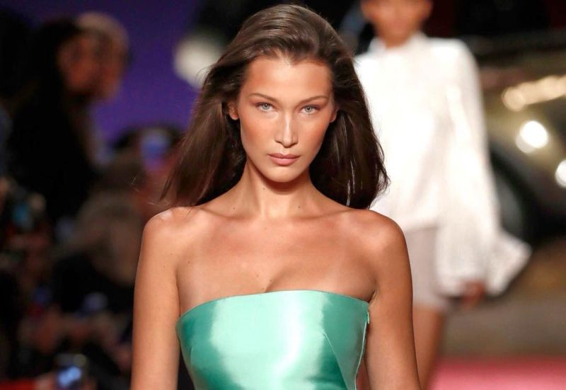 https: img.okeinfo.net content 2018 09 10 194 1948508 yuk-sontek-cantiknya-gaya-bella-hadid-dari-casual-hingga-glamour-Bu5wdLfTHt.jpg