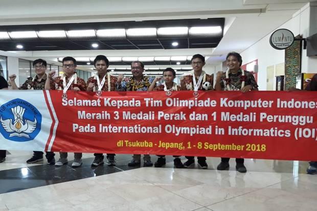 https: img.okeinfo.net content 2018 09 10 65 1948344 selamat-indonesia-raih-4-medali-olimpiade-komputer-di-jepang-lkUE6CWW0m.jpg