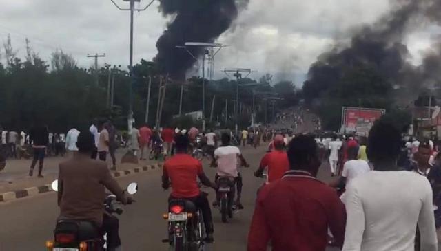 https: img.okeinfo.net content 2018 09 11 18 1948862 truk-tangki-gas-di-nigeria-meledak-35-orang-meninggal-pneUv8ljhq.jpg