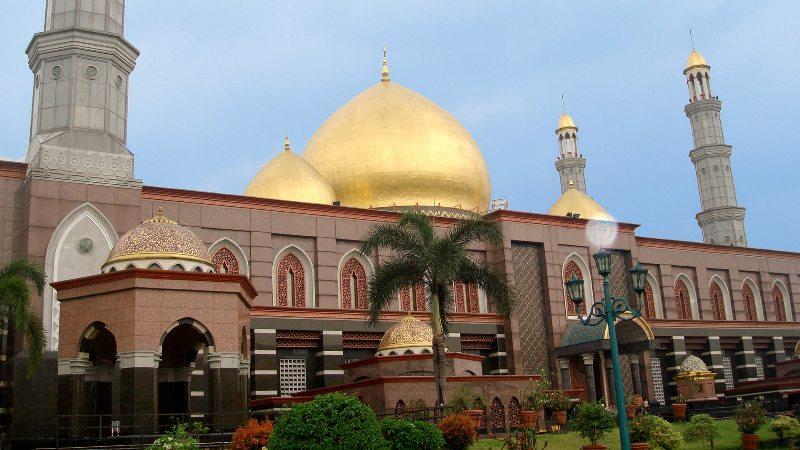 https: img.okeinfo.net content 2018 09 11 406 1948921 rayakan-tahun-baru-islam-asyiknya-kunjungi-5-destinasi-wisata-islami-ini-HJZKwSLhmC.jpg