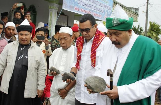 https: img.okeinfo.net content 2018 09 12 340 1949294 hadiri-peletakan-batu-pertama-masjid-taqwa-di-karo-arya-sinulingga-sampaikan-pesan-perdamaian-lY67ajrLJf.jpg