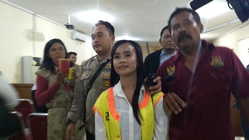 Terdakwa Kasus Penipuan Arisan Online Mama Yona Jalani Sidang