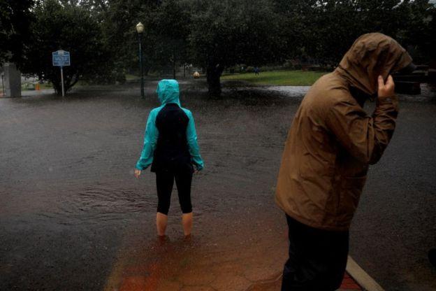 https: img.okeinfo.net content 2018 09 14 18 1950639 badai-florence-yang-mematikan-mulai-menghantam-carolina-BZgb6SjJLC.jpg