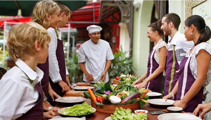 https: img.okeinfo.net content 2018 09 14 298 1950576 4-rekomendasi-cooking-class-di-bali-biar-jago-masak-kaya-raisa-H7U6VG530t.jpg