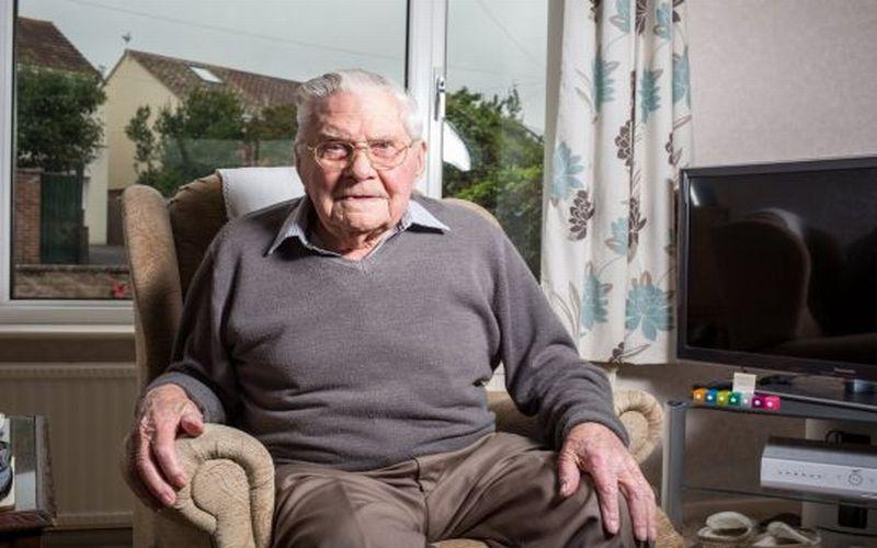 https: img.okeinfo.net content 2018 09 14 298 1950604 bugar-di-usia-100-tahun-kakek-ini-beberkan-rahasia-makanan-panjang-umurnya-SuYAXCwrtG.jpg