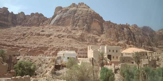 https: img.okeinfo.net content 2018 09 14 395 1950250 al-ula-kota-hantu-di-arab-saudi-yang-bikin-penasaran-qJg4ekCWLX.jpg