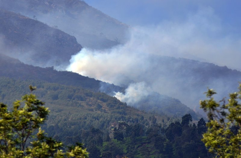 https: img.okeinfo.net content 2018 09 14 512 1950587 angin-kencang-helikopter-bnpb-gagal-padamkan-kebakaran-di-gunung-sindoro-sumbing-2b2gr3RP9r.jpg