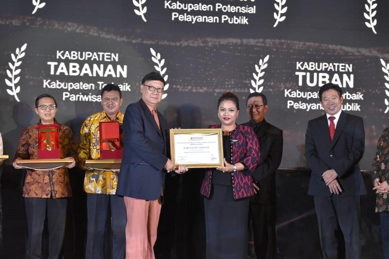 https: img.okeinfo.net content 2018 09 16 406 1951208 kembangkan-wisata-edukasi-tabanan-raih-penghargaan-indonesia-s-attractiveness-award-2018-0FNEYQOhQu.jpg