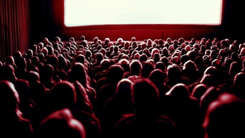 https: img.okeinfo.net content 2018 09 16 406 1951237 bioskop-bisik-dihadirkan-untuk-tunanetra-yang-gemar-nonton-film-mXfUEnGWNL.jpeg