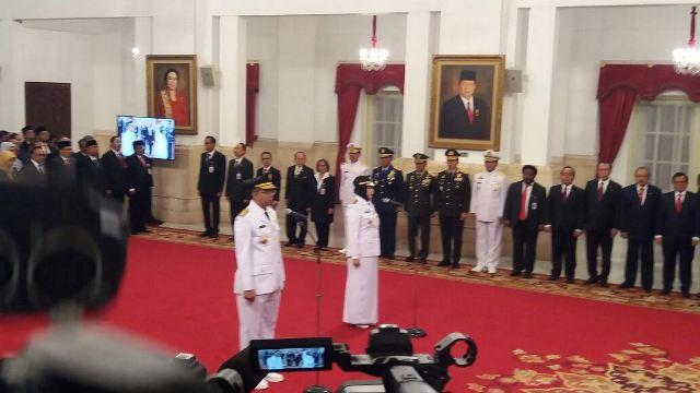 https: img.okeinfo.net content 2018 09 19 337 1952508 presiden-jokowi-melantik-gubernur-dan-wakil-gubernur-ntb-QHOhpTwEIX.jpg