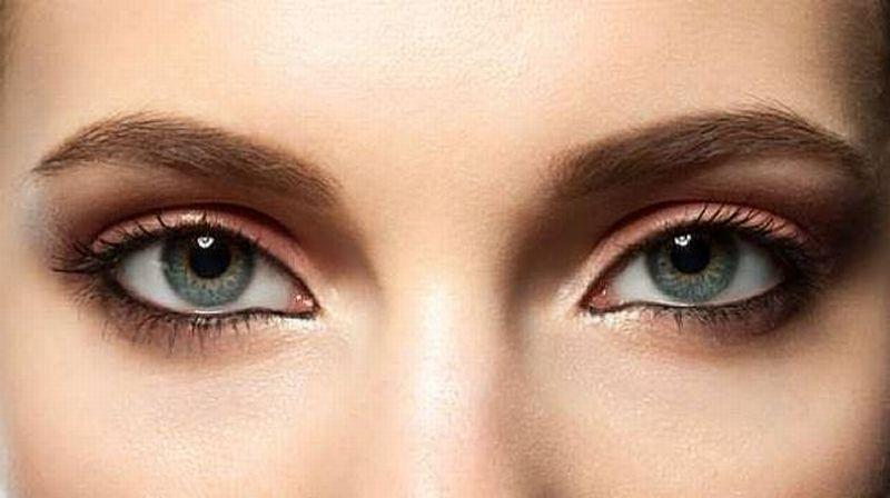 sel dan mengandung pigmen cokelat-hitam, yaitu bintik gelap yang ada pada mata beberapa orang.
